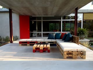 Atelier de Desseins Modern style balcony, porch & terrace Wood