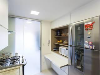 Apartamento GPG - Cozinha: Cozinhas  por Kali Arquitetura