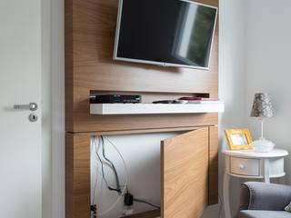 Modern style bedroom by Kali Arquitetura Modern