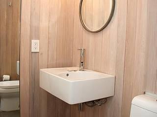 Baños de estilo  por Mayúscula Arquitectos
