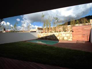 Pátios d'Este: Casas modernas por TRAMA arquitetos