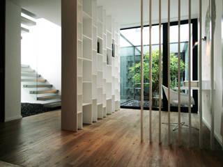 Pátios d'Este: Salas de estar  por TRAMA arquitetos,Moderno