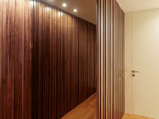 Modern Corridor, Hallway and Staircase by TRAMA arquitetos Modern