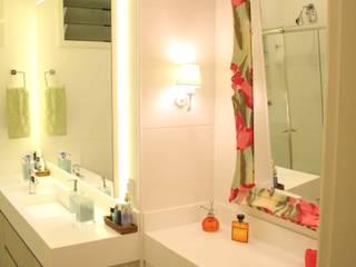 Baños de estilo  de Atelier Espaço Santa