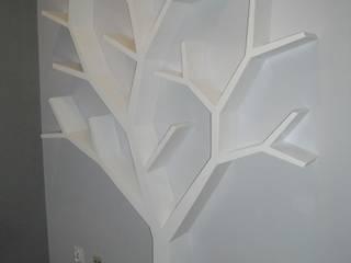 Półka jak drzewo 210x180: styl , w kategorii  zaprojektowany przez INSPIRUJĄCE PÓŁKI