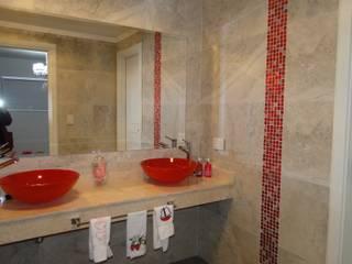 Casa en Castores - Nordelta: Baños de estilo  por Arquitectos Building M&CC - (Marcelo Rueda, Claudio Castiglia y Claudia Rueda)