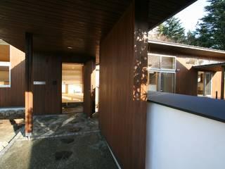 回遊: 遠藤知世吉・建築設計工房が手掛けた廊下 & 玄関です。