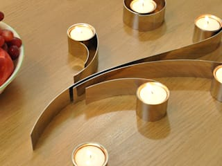 Swirl Tealight Holder di HeadSprung Ltd Moderno