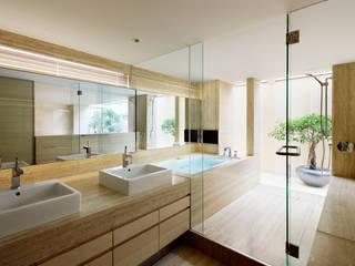 O邸: 中塚健仁建築設計事務所が手掛けた浴室です。,