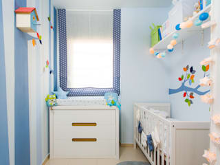 eclectic Nursery/kid's room by RoomRoomBebé