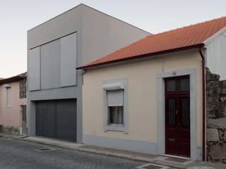 Casa em Matosinhos I Casas de estilo moderno de Jorge Domingues Arquitectos Moderno