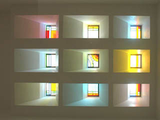 ステンドグラスある家2坂東市: ESK設計一級建築士事務所が手掛けた窓です。