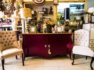 Muebles con un toque de color:  de estilo  de El Parque