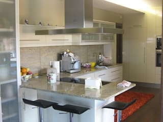 Casa TENEDÓRIO, Loivo: Cozinhas  por SOLE ATELIER, LDA