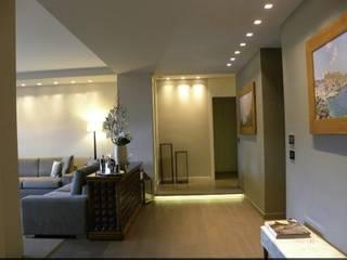 Habitat cosmopolita di EXCELSIOR HOME INTERIORS Classico