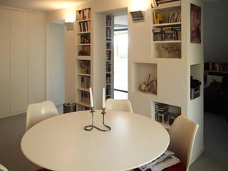 Loft Parco Nomentano - Roma Sala da pranzo moderna di in&outsidesign Moderno