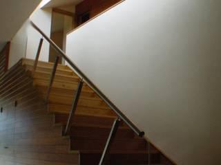Vivienda Unifamiliar. Izoria. VITORIA. Pasillos, vestíbulos y escaleras de estilo moderno de M66.arquitectos. Moderno