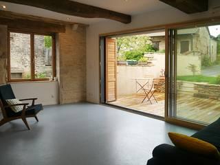 demi-niveaux (Saône-et-Loire): Salon de style de style Moderne par atacama architecture