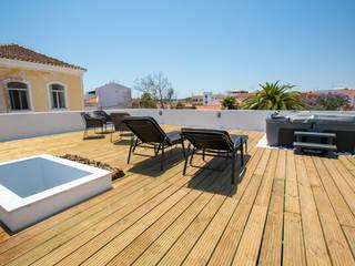 homify Balcones y terrazas de estilo moderno Madera