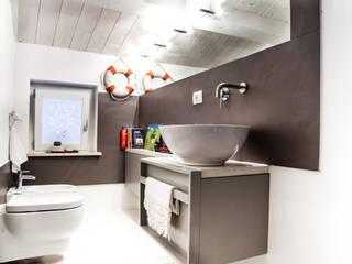 Ossigeno Architettura Mediterranean style bathroom