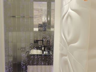 Suíte Casal: Banheiros  por Melanie Kiss Design de interiores