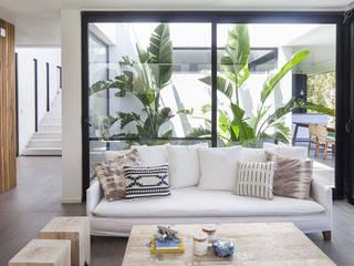 Casa Tana Livings modernos: Ideas, imágenes y decoración de Estudio PKa. / Pessagno Kandus arquitectos Moderno
