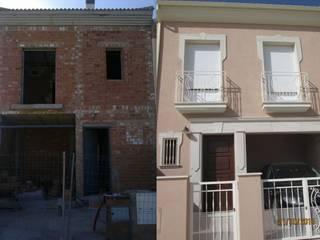 Fachada de vivienda unifamiliar:  de estilo  de pacodelgado / decorador