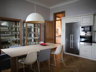 квартира для бабушки и дедушки: Кухни в . Автор – Circus28_interior