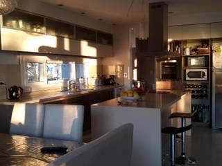 Arquitectos Building M&CC - (Marcelo Rueda, Claudio Castiglia y Claudia Rueda) Cocinas de estilo moderno