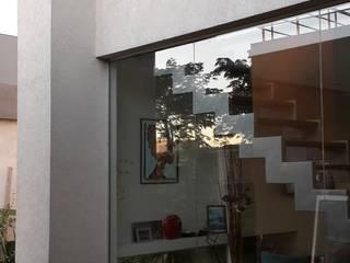 Casa en Los Lagos - Nordelta: Casas de estilo  por Arquitectos Building M&CC - (Marcelo Rueda, Claudio Castiglia y Claudia Rueda)