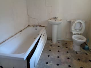 Old Tired Bathroom:   by Coventry Bathrooms
