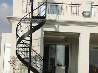Arquitectos Building M&CC - (Marcelo Rueda, Claudio Castiglia y Claudia Rueda) Classic style houses