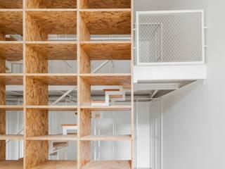 Bureau minimaliste par URBAstudios Minimaliste