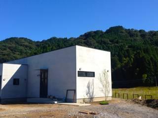 まだ施工中のファサード.: 宮城雅子建築設計事務所 miyagi masako architect design office , kodomocafe が手掛けたレストランです。