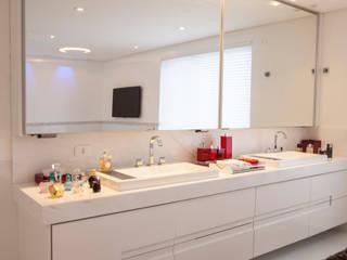 Baños de estilo  de Sandra Sanches Arq e Design de Interiores, Moderno