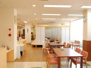 小規模多機能型居宅介護施設「くつろぎの家エルフ・本多聞」: 光安義光&アトリエMYST / MITSUYASU  YOSHIMITSU & ATELIER  MYSTが手掛けたです。,