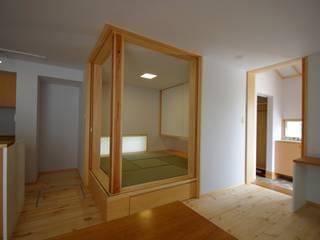 Scandinavian style living room by K+Yアトリエ一級建築士事務所 Scandinavian