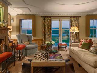 Livingroom Loch View homify Soggiorno classico