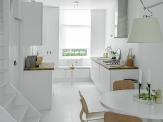 Design Studio Nu Scandinavian style kitchen White
