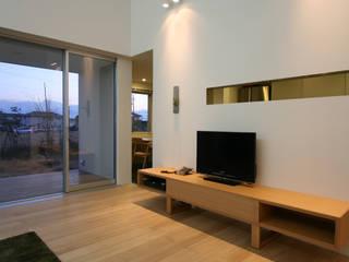 N-SOHO: 有限会社トレック建築設計室 一級建築士事務所が手掛けたリビングです。