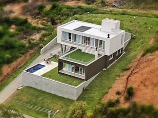 Ecovillage House: Casas  por Sartori Arquitetos