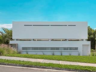 Casas modernas: Ideas, imágenes y decoración de Giovanni Moreno Arquitectos Moderno