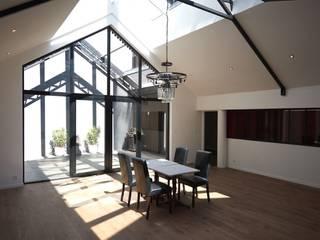 Deux Loft- extension: Salle à manger de style  par phenome architectures