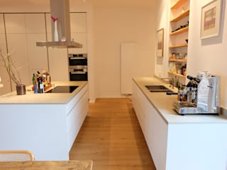 Nickel Architekten Modern style kitchen