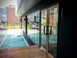 GN건축사사무소 Modern style balcony, porch & terrace
