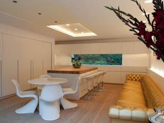 Russell Garden Mews Minimalist kitchen by IQ Glass UK Minimalist