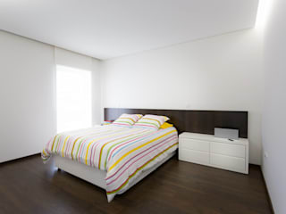 house 116 bo | bruno oliveira, arquitectura 臥室 木頭 White