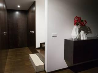 casa 116: Corredores e halls de entrada  por bo | bruno oliveira, arquitectura
