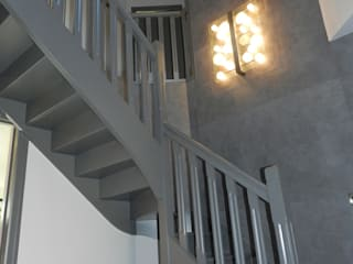 Modern Corridor, Hallway and Staircase by Idées dans la maison Modern