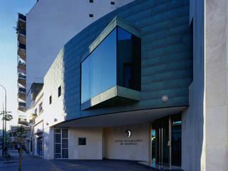 Centro Oftalmológico Scarpello: Clínicas y consultorios médicos de estilo  por Brunzini Arquitectos & Asociados